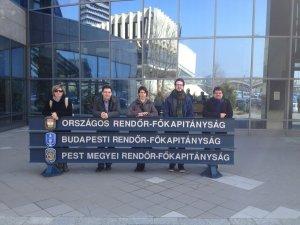 A GYEM tagjai az ORFK épülete előtt