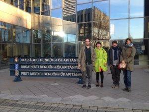 A Munkacsoport tagjai az ORFK épülete előtt
